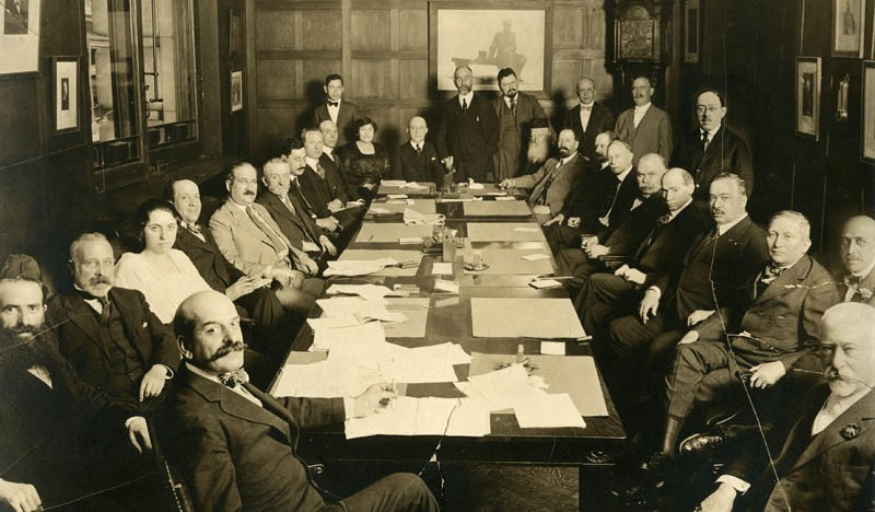 https://commons.wikimedia.org/wiki/File:Jacob_Schiff_in_a_boardroom.jpg