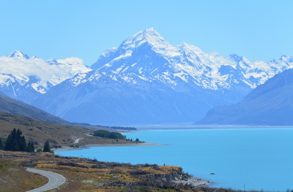 https://upload.wikimedia.org/wikipedia/commons/4/44/Mt_Cook,_NZ.jpg