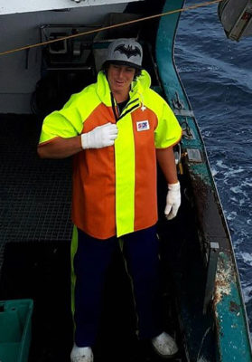 Fisherman wearing Stormline 948 commercial fishing short sleeve jacket
