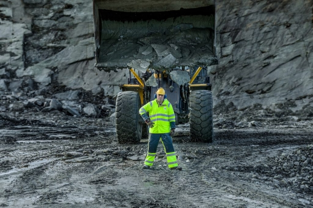 hi-vis waterproof clothing for quarry work